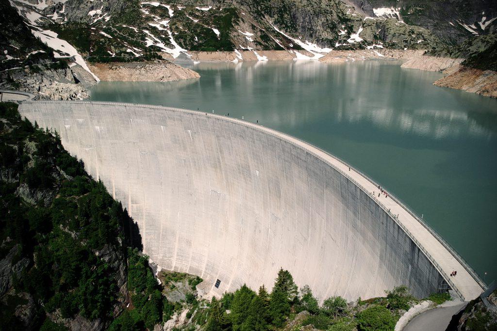 Vue aérienne du barrage d'Emosson
